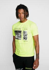Piazza Italia - Print T-shirt - yellow - 0