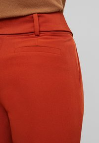 PIECES Tall - PCHIPA PANTS - Trousers - picante - 6