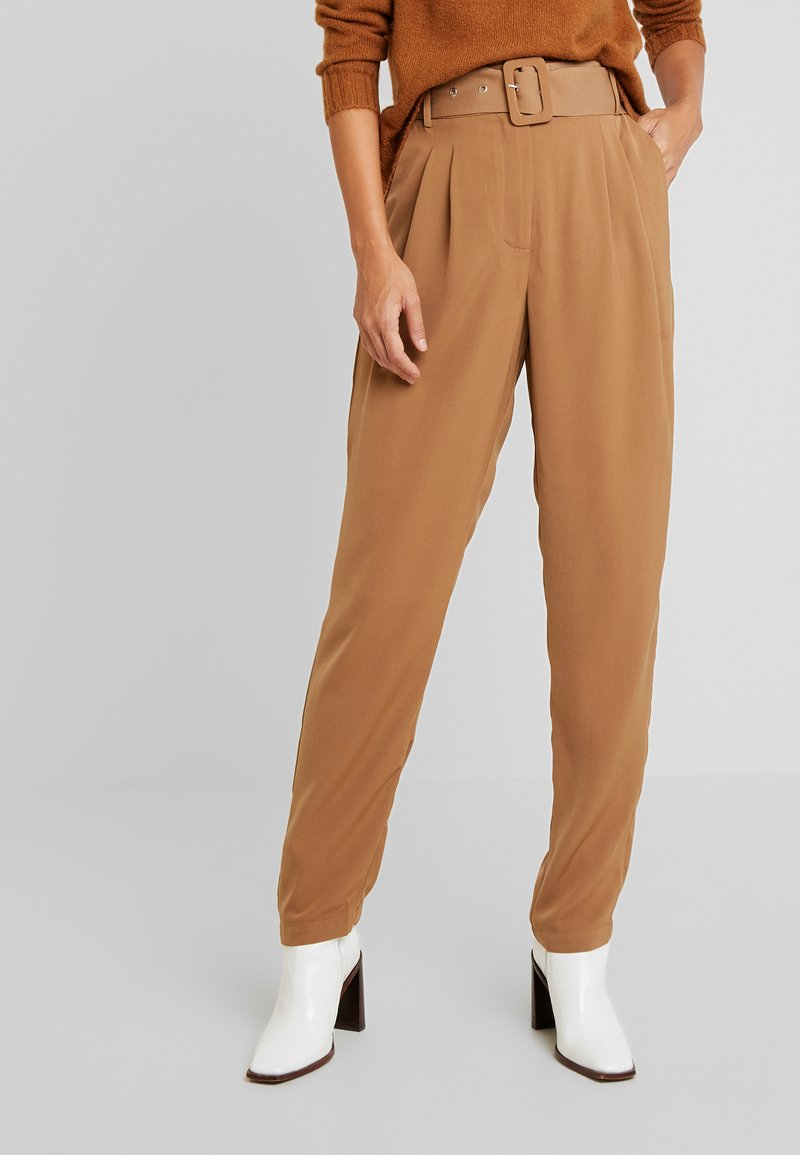 PIECES Tall - PCKASANDRA PANTS - Trousers - toasted coconut