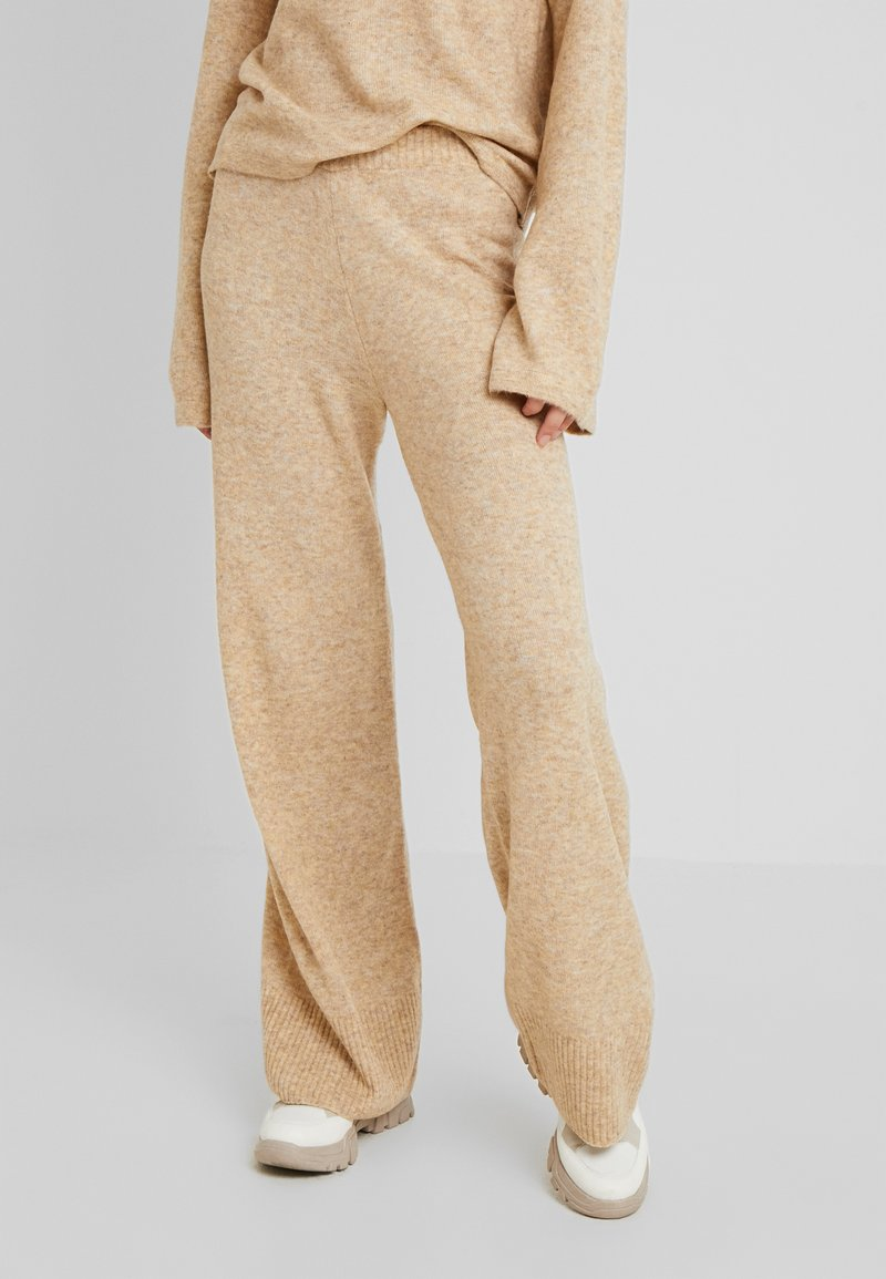 PIECES Tall - PCHONEY WIDE PANTS  - Trousers - tannin
