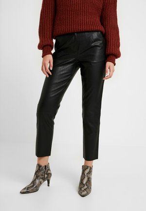 PCIVINA CROPPED PANTS - Trousers - black