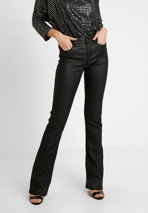PCIVY  FLARED MATT COATED - Pantalon classique - black