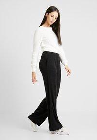 PIECES Tall - PCJANNIS WIDE PANT - Pantaloni - black - 1