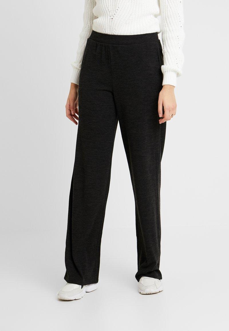 PIECES Tall - PCJANNIS WIDE PANT - Pantaloni - black