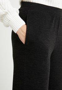 PIECES Tall - PCJANNIS WIDE PANT - Pantaloni - black - 4