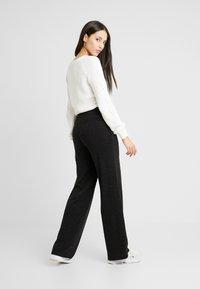 PIECES Tall - PCJANNIS WIDE PANT - Pantaloni - black - 2