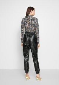 PIECES Tall - PCNELLAH PANTS - Pantaloni - black - 2