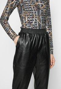 PIECES Tall - PCNELLAH PANTS - Pantaloni - black - 4