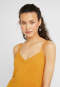 PIECES Tall - PCFREJA SLIP DRESS - Maxikjole - cadmium yellow - 4