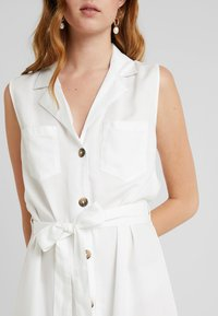 PIECES Tall - PCWHY TIE BELT MIDI DRESS - Vestido camisero - bright white - 5