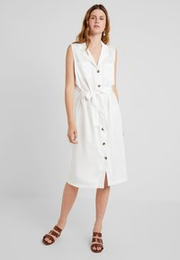 PIECES Tall - PCWHY TIE BELT MIDI DRESS - Vestido camisero - bright white - 0