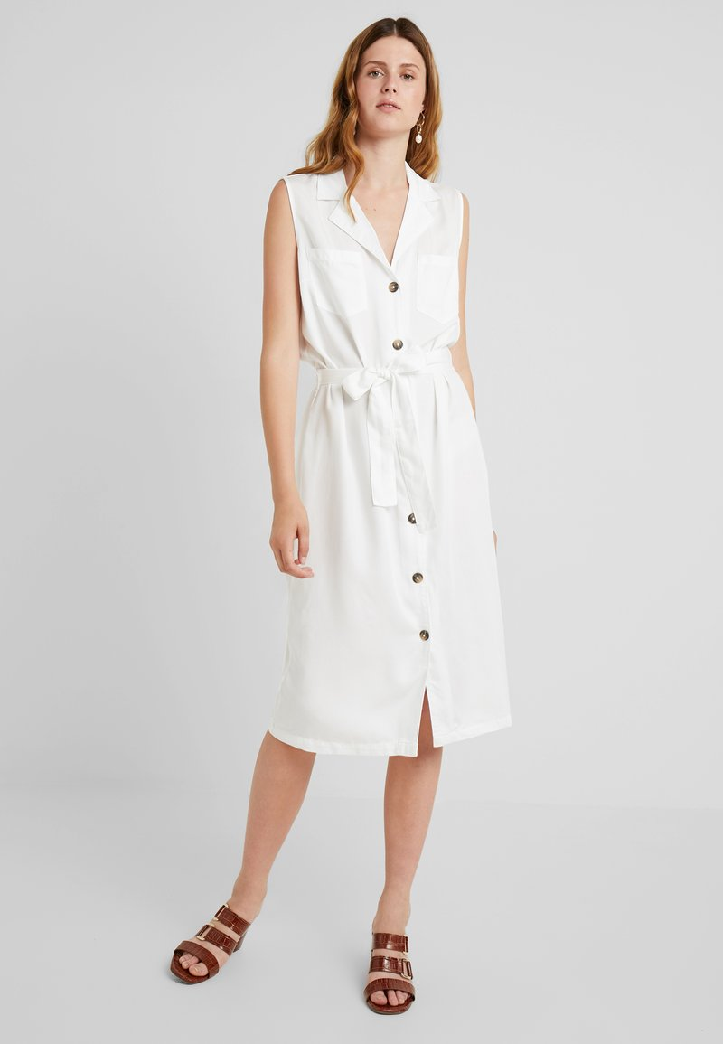 PIECES Tall - PCWHY TIE BELT MIDI DRESS - Vestido camisero - bright white