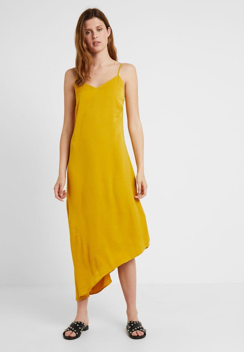 PIECES Tall - PCKAMIRA SLIP DRESS - Maxiklänning - arrowwood