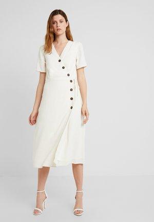 PCEDMIA DRESS - Košilové šaty - almond milk