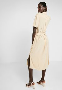 PIECES Tall - PCCECILIE DRESS - Abito a camicia - warm sand - 3