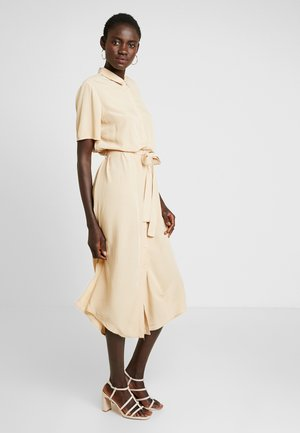 PCCECILIE DRESS - Vestido camisero - warm sand