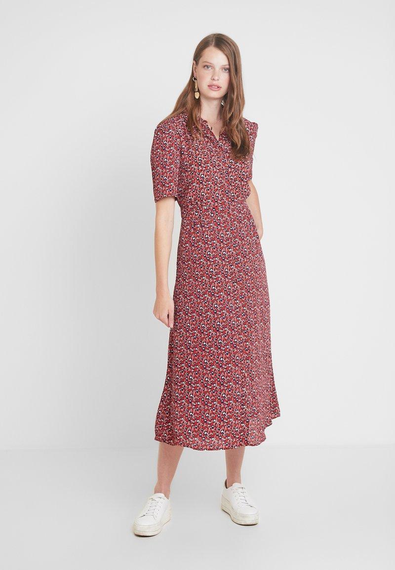 PIECES Tall - PCHELLIA MIDI DRESS - Shirt dress - picante