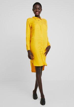 PCWHY - Košilové šaty - arrowwood