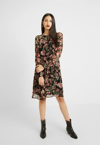 PIECES Tall - Korte jurk - black - 0