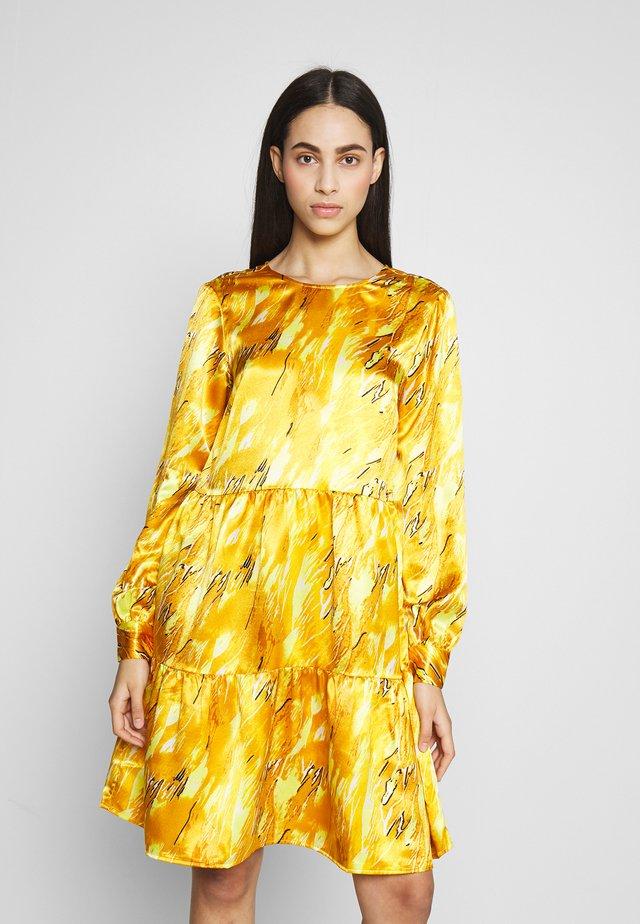 PCBECCA DRESS - Cocktailkleid/festliches Kleid - buttercup