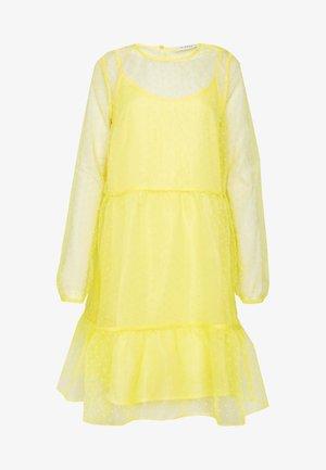 Vestido informal - lemon drop