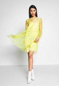 PIECES Tall - Denní šaty - lemon drop - 1