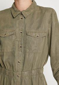 PIECES Tall - PCNOLA DRESS - Skjortekjole - deep lichen green - 5