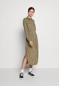 PIECES Tall - PCNOLA DRESS - Skjortekjole - deep lichen green - 0
