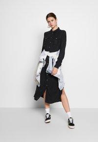 PIECES Tall - PCNOLA DRESS - Skjortekjole - black - 1