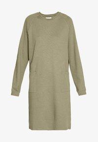 PIECES Tall - PCNOMINA DRESS - Robe en jersey - deep lichen green - 4