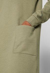 PIECES Tall - PCNOMINA DRESS - Robe en jersey - deep lichen green - 5