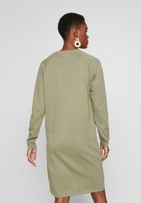 PIECES Tall - PCNOMINA DRESS - Robe en jersey - deep lichen green - 2