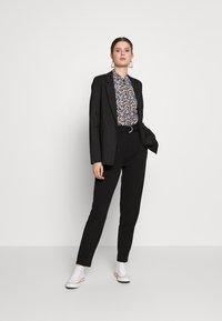 PIECES Tall - PCNOEMI - Button-down blouse - black - 1