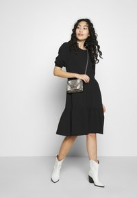PIECES Tall - TERESE DRESS TALL - Strikket kjole - black - 1
