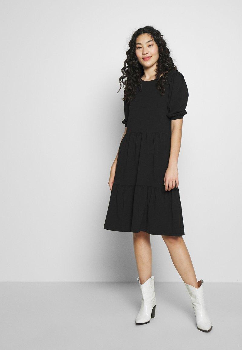 PIECES Tall - TERESE DRESS TALL - Strikket kjole - black