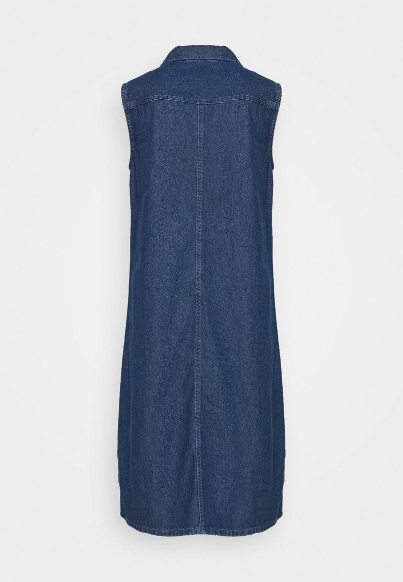 PIECES Tall PCMALLE DRESS - Vestito di jeans - medium blue denim M5V6B4 fashion style
