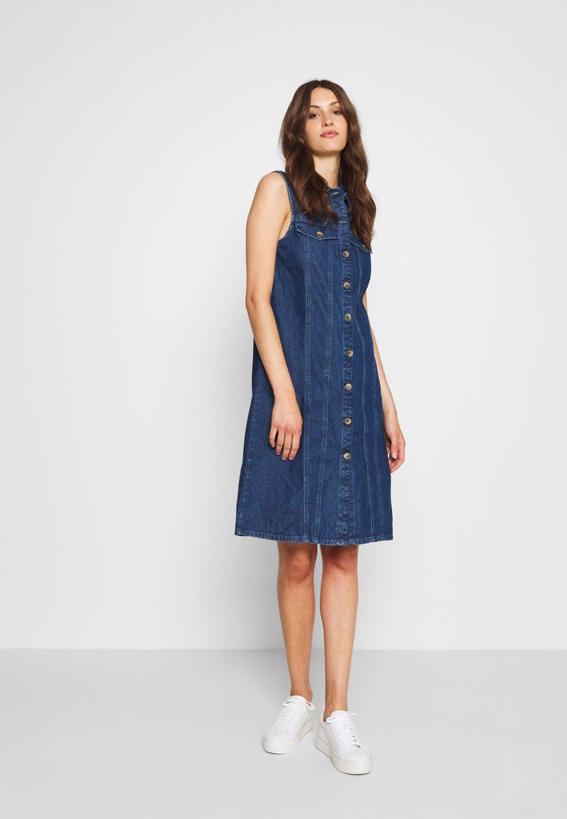 PIECES Tall - PCMALLE DRESS  - Jeanskleid - medium blue denim