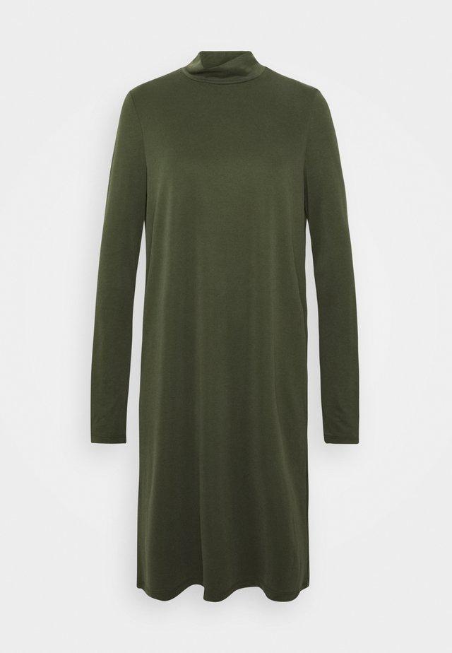 PCBAMALA TNECK DRESS - Sukienka z dżerseju - duffel bag