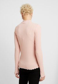 PIECES Tall - PCARDENA - T-shirt à manches longues - misty rose/white scallop - 2