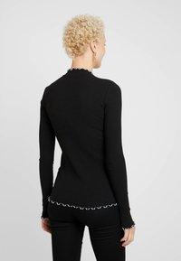 PIECES Tall - PCARDENA - Camiseta de manga larga - black/white scallop - 2
