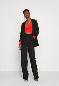 PIECES Tall - PCJIANNA CROPPED - Topper langermet - high risk red - 1