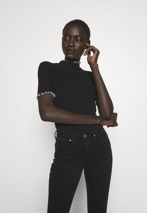 PCARDENA - T-shirt con stampa - black/white