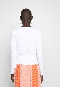 PIECES Tall - PCNADI WRAP - Langærmede T-shirts - bright white - 2