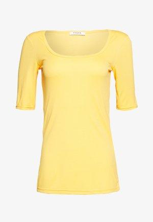 PCNUKITA SQUARED NECK - T-shirt basic - artisans gold