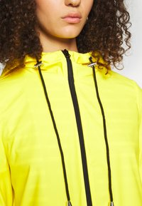 PIECES Tall - PCRARNA RAIN JACKET - Parka - empire yellow - 5