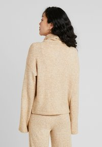 PIECES Tall - PCHONEY ROLLNECK  - Strickpullover - tannin - 2