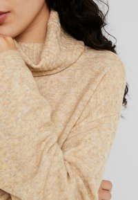 PIECES Tall - PCHONEY ROLLNECK  - Strickpullover - tannin - 5