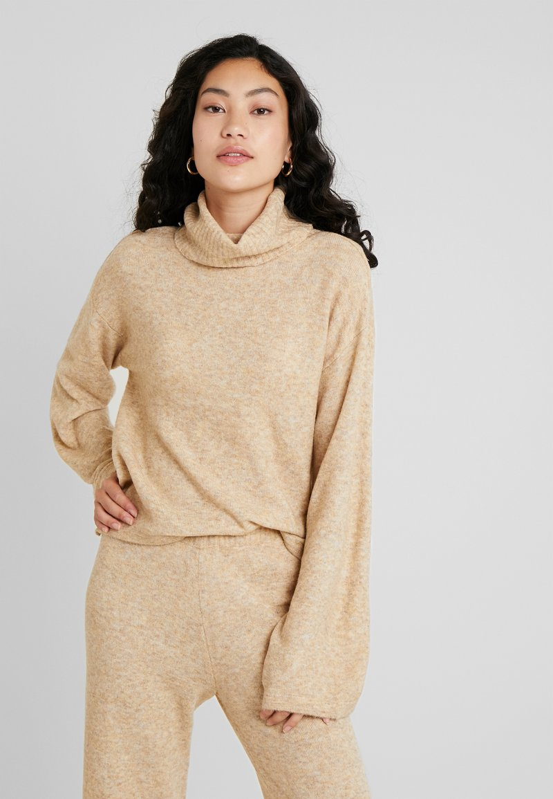 PIECES Tall - PCHONEY ROLLNECK  - Strickpullover - tannin