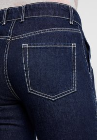 PIECES Tall - PCAURINA - Straight leg jeans - dark blue denim - 5