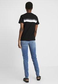 PIECES Tall - PCLEAH MOM - Jeans Skinny Fit - medium blue denim - 2